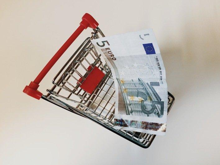 Wanneer moeten er verzendkosten vergoed worden door de webshop