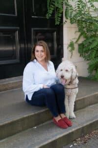 Charlotte Meindersma met kantoorhond Tommy - Judith van Tartwijk Fotografie